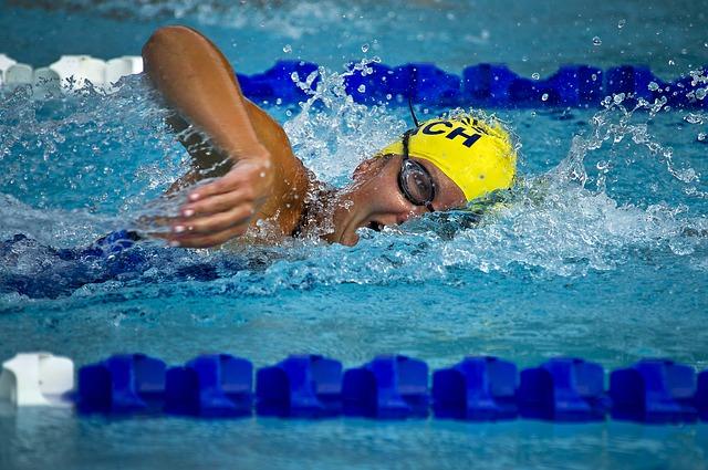 plavec s čepicí