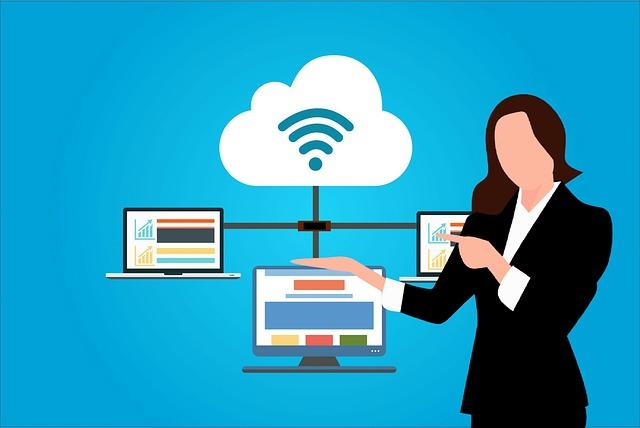 žena nabízející kompletní správu podnikání přístupnou na internetu
