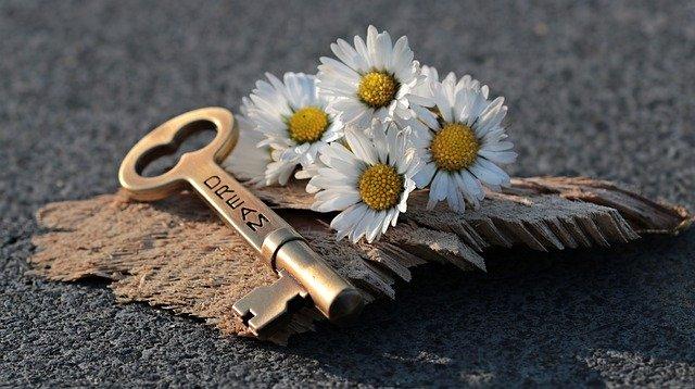 klíč ke dveřím